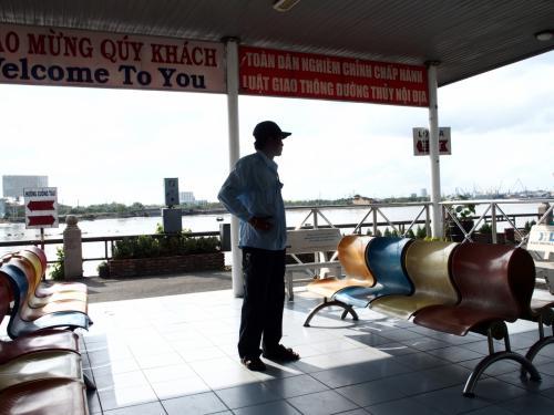 サイゴン川クルーズの怪しい手配師w<br />500,000VNDと言われたのを、半額までに値切ったのでまあよしとしよう。<br /><br />ほんとはメコン川に行きたかったけどね。