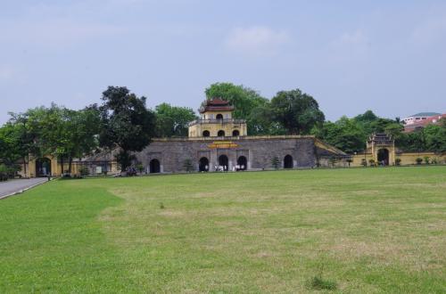 タンロン遺跡入口の、端門