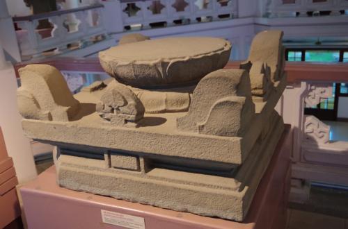 これは、チャンパ遺跡の発掘物<br />ハノイをチャンパが支配した歴史は無いため、南方のチャンパ遺跡からの発掘物です。さすがに、首都の歴史博物館だけに立派な発掘物が集約されています。