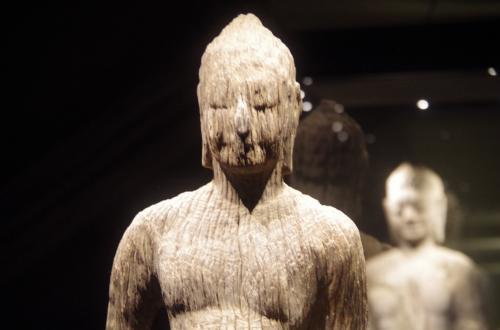 木彫りの仏像