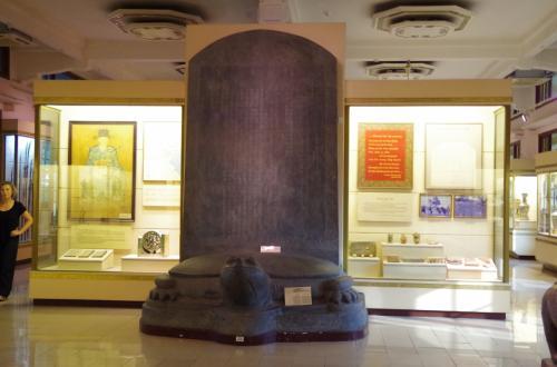 阮朝時代の碑文<br /><br />実は、閉館寸前に入ったので、かなり駆け足で見て回りました。