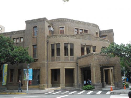 目的地の歴史博物館を探し、散策開始<br />この建物はなんだか忘れました。