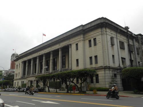 ここは、台湾銀行の建物です