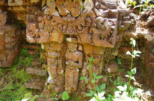 グループアの楽しみ方<br />とにかく、崩れた寺院の下の壁とか細かいところを見逃すなかれ<br /><br />なにげにきれいな形の彫像がいくつかの押されています。<br />見逃すなかれ