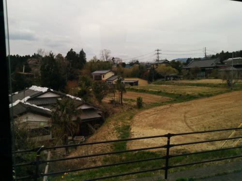 いわきから富岡に向かう道は、農村地帯が広がります。<br /><br />この農村の風景も、双葉郡に入ったあたりから変わってきます。<br />この畑も、農業を再開した場所と、そうでない草の生えた場所が混在しています。