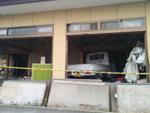 建物の中に、車が入ってしまっていました。