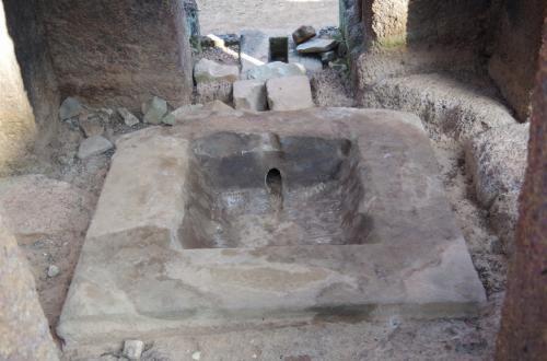 王様の骨を洗った場所…確か