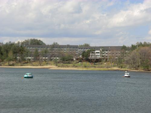 標高1500mの女神湖畔に建つ「ホテルアンビエント蓼科」(写真)、ここが私の定宿である。<br />