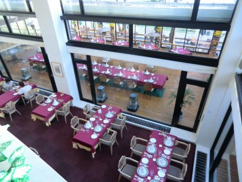 さて、今夜の夕食はフレンチレストラン「ル・プラトー」(写真)にする。<br />