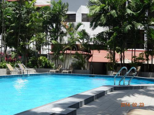 ホテルのプール。