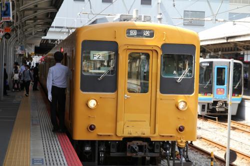 JR岡山駅、この日は朝早く姫路駅発三原行きの黄色い車体の列車で岡山を経てその先の庭瀬を目指しました。<br />JR神戸線でいつも見慣れた快速や新快速とはまた雰囲気の違う黄色い列車、姫路より東、神戸方面ではまったくお目にかかることのない車両です。何となく不思議な感じを覚えながら乗車、すると意外にも満員!なぜ姫路から辺鄙な西へ向かう列車がこんなに混んでいるのだろう〜???<br /><br />答えはすぐに判明しました。乗客のほとんどが高校生、相生やさらには県堺を超え岡山の高校へ通う生徒さんたち、そしてこの車両、たった6両しかありません。神戸線を走る12両編成の新快速と違い、半分の長さ、道理で人口密度が高いわけです。<br />