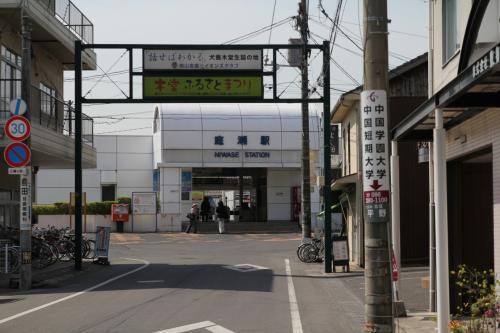 列車に揺られること1時間半、岡山駅をすぎ一気に庭瀬駅に到着しました。<br />ここで改札を出ようとICOCAをかざすとブザーが、、、すると横に立っていた駅員さん「あっ、ICOCAですか、ちょっと確認します。」ということで見てもらった結果、岡山より西の小さな駅ではICOCAが使えなところが多いそうです。特に無人駅などあるので、切符を買ってもらっ方が確実ですとのこと。