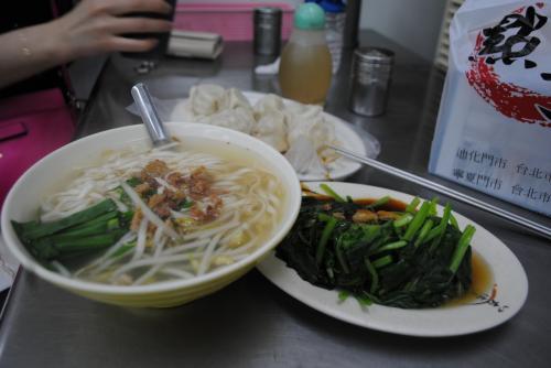 周りが頼んでいる料理を注文。<br />美味しかったです!<br /><br />写真集の為に訪れた台湾。肝心の写真集は微妙な出来でしたが短期間でリフレッシュ出来て楽しかったです。