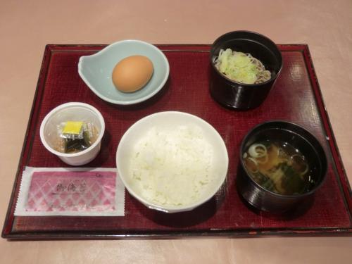 ご飯、味噌汁、納豆、ざる蕎麦(写真)でお腹がいっぱいになる。特別うまいということはないが、これで十分である。