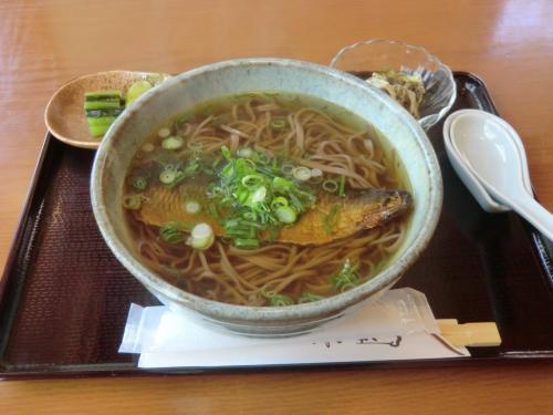 ここは私のお気に入りの店で、いつも「にしんそば」(写真:950円)を注文する。実にうまい。龍野から取り寄せる関西醤油、京都から仕入れるニシンや揚げ、蓼科にいながら本格的な関西の味が楽しめる。