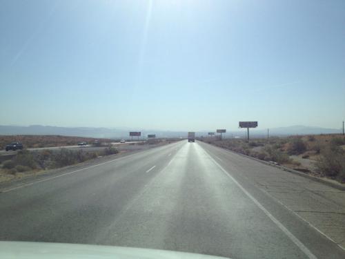 【3日目】<br />この日はバストゥー出発後、楽しみにしていたルート66((´∀`*))<br />ニードルス、オートマン、キングマン、ピーチスプリングス、セリグマンを通りセドナへ(*・∀・)<br /><br />移動距離は約650キロ!<br /><br />女2人での運転、さすがに疲れました…が!道中オートマンという街を観光したりして楽しみました。<br /><br />カリフォルニアからアリゾナ州に入ると、道も周りの景色も変わってきて、道中いろんな発見があり楽しかったです(・∀・)/