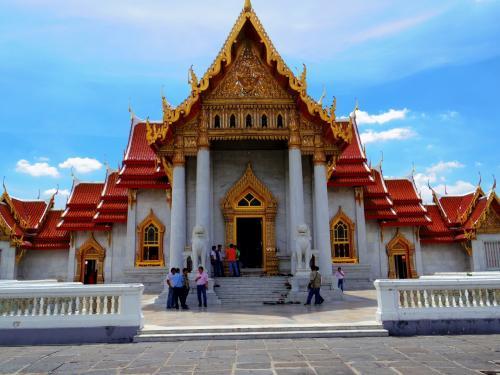 総大理石作りの美しい寺院です。