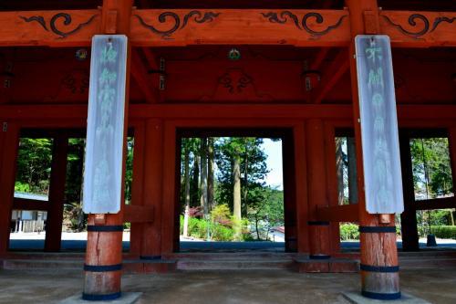 さあ、この門をくぐりいざ山上の聖地・高野山巡りに出発!<br />……ってもう「奥の院」へ行っちゃいましたが。。。