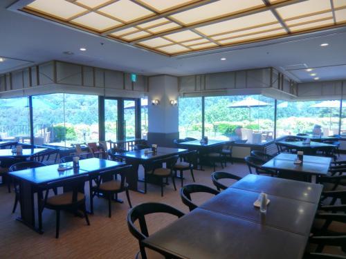 レストランは1か所のみ、メインダイニングルーム(写真)に入る。朝食、昼食、夕食、ともにここで提供される。