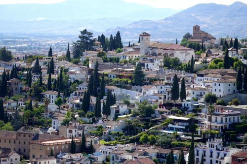 アルバイシンはグラナダ最古の街並みが残る地区。