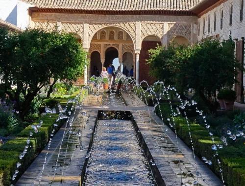 宮殿の敷地内には水を使った場所が数多く作られているようです。<br /><br />北アフリカの砂漠の国からやってきたイスラムの人々にとって水はオアシスのように大切なものだったのですね。<br /><br />