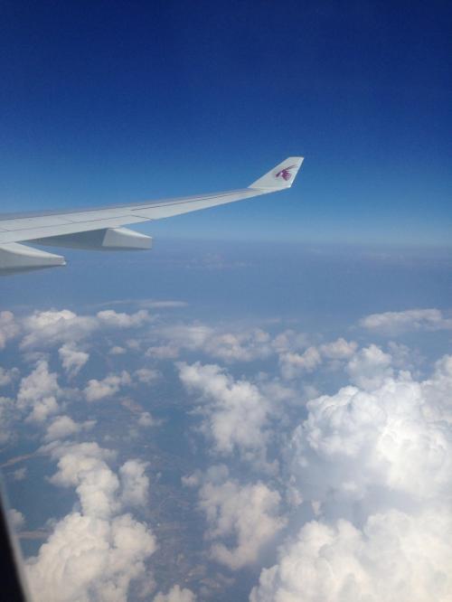 機上からの景色です。雲の上はいつも良い天気。