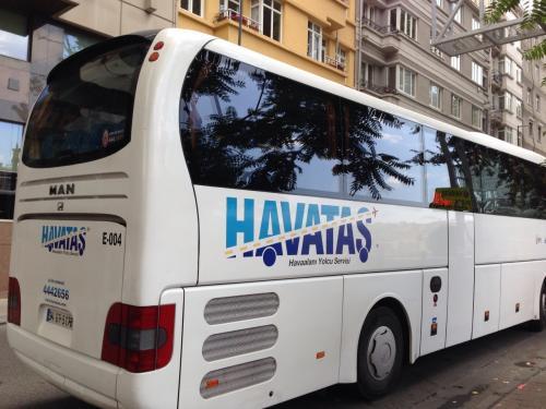 TAKSIM(タクスィム)に到着。空港から乗ってきたHAVATASのバスです。ここからは大きなスーツケースもあるのでタクシーでホテルまで...