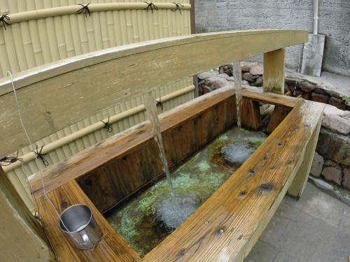 神津島は水が豊富。お水が湧き出ています。<br />あまい!やわらかい!つめたい!おいしい!
