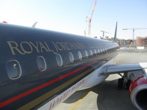 ロイヤルヨルダン航空の機体はカッコ良い。。。