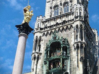 黄金のマリア柱像