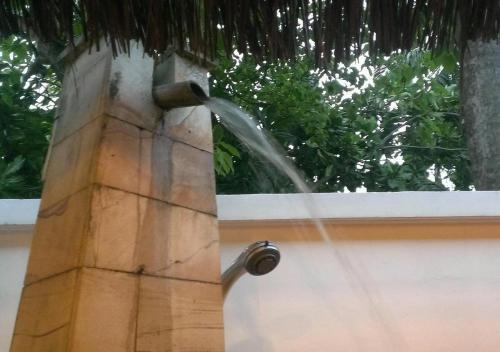 半屋外のシャワーroom。<br />和風なところが落ち着けました。<br /><br />ちなみにDX コテージはジャグジー付き。