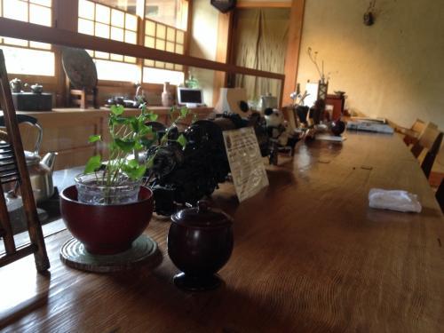 茶房 轤夢庵も器屋さんも素敵な店内を見せて戴きました。
