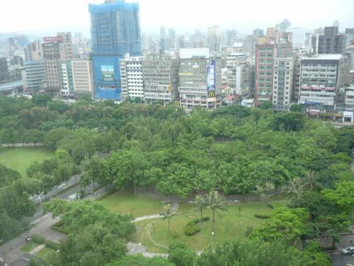 お部屋は公園ビュー。<br /><br />タイパンフロアは18階と19階のみで、ラウンジがあるのは19階です。<br />私たちのお部屋は18階でした。