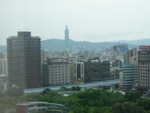 遠くに台北101が見えます。