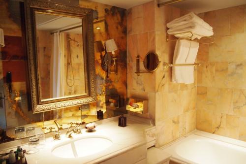 バスルームもまぁまぁ<br />