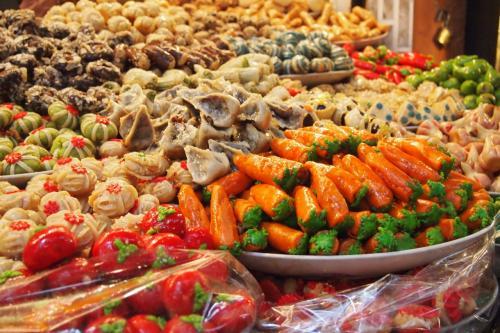 スーク入り口近くのアラブ菓子屋さん