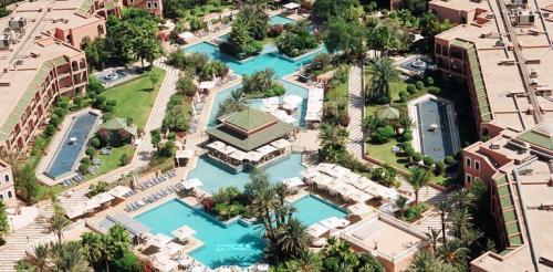 我々のホテルも、ホテル3つ、アパートホテル2つ、<br />ゴルフコース、レストラン10軒ほど、<br />ナイトクラブ、という<br />ばかでかいリゾートコンプレックスの中にありました<br />写真はHPから借用<br />でもこれ我々のホテルだけの写真です