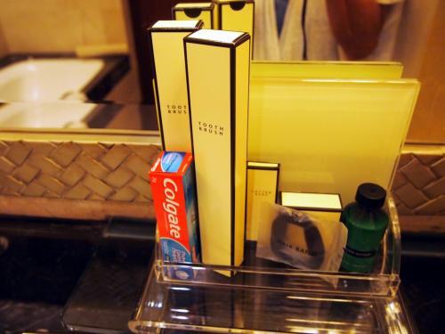 アニメティに歯ブラシがあるのが<br />アジアのホテルっぽい