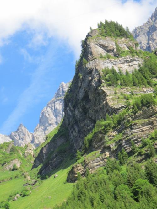 お天気もばっちり!<br />やはり青空がバックだと、山の美しさが際立ちます。