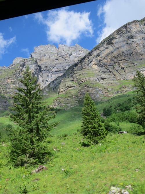 いけどもいけども、岩岩山と緑の草原♪<br /><br />いいじゃないの!クラウゼン峠!!