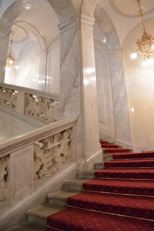 銀器コレクションと、皇帝の部屋・シシィ博物館が、この前にあります。