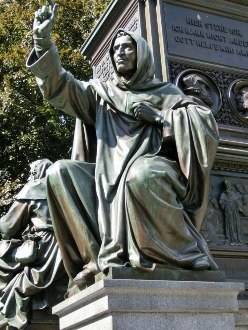 ヒエロニムス・サヴォナローラ。<br />イタリアの修道士。ローマ教皇を批判し破門され1498年処刑される。宗教改革の先駆者の一人。1452〜1498年。