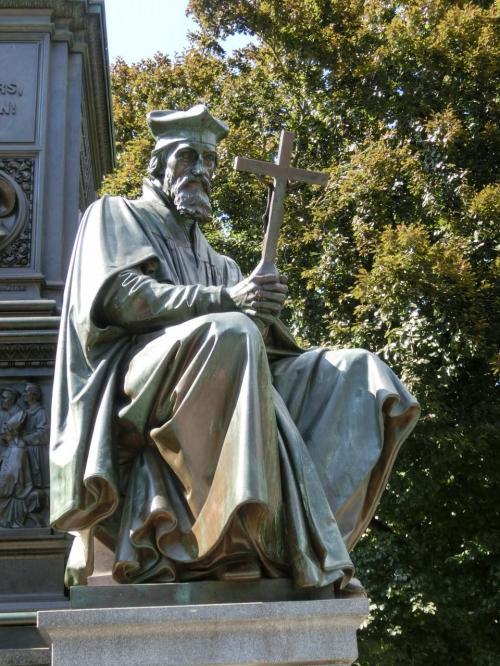 ヨハン・フス。<br />ボヘミアの宗教思想家。宗教改革の先駆者。彼の著書はルターに多大な影響を与えた。1415年、コンスタンツ公会議で有罪となり火刑に処せられた。1369〜1415年。