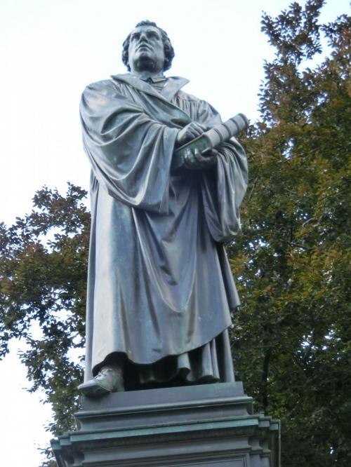 マルチン・ルター。<br />宗教改革最大の指導者。1483〜1546年。<br />1517年、ヴィッテンベルクで贖宥状問題に関して「95か条の論題」を掲げて改革運動を開始した。<br />