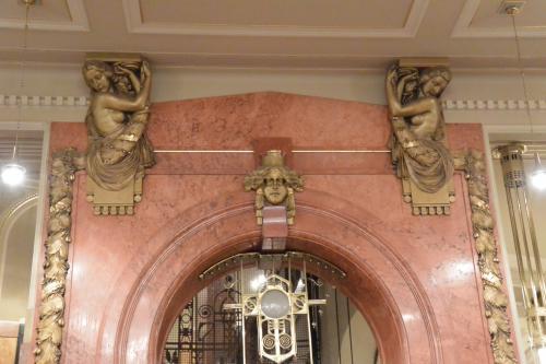 2階のエレベータホール。