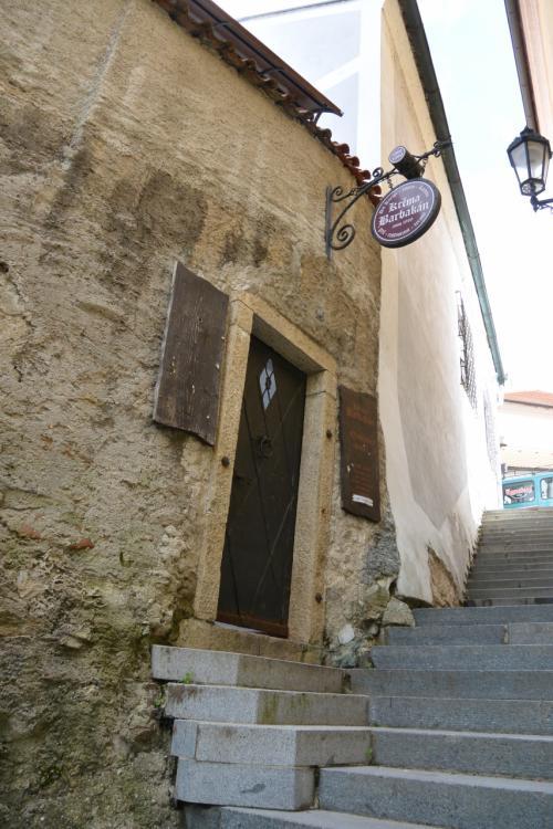 階段の途中に、レストラン?<br />なんだか雰囲気のある、佇まいです。