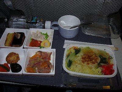又は、とろ味のタレがかかった中華麺