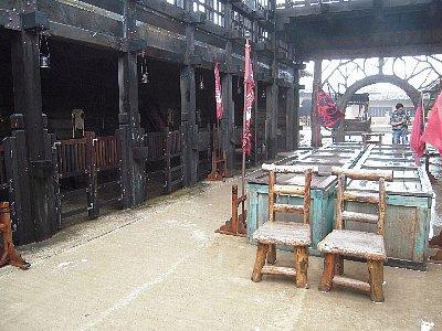 船の内部、左側は馬小屋