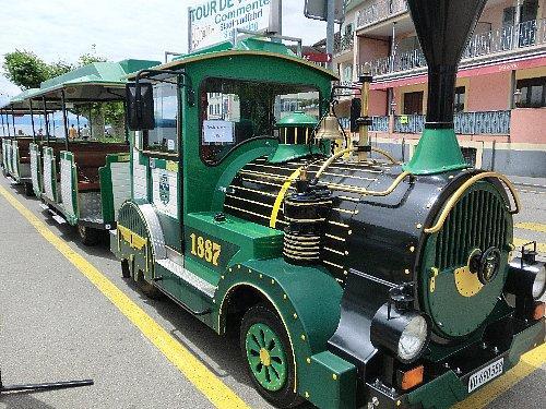 「とりあえず町を知ろう」ということで、おもちゃのような電車に乗り町を一周しました。