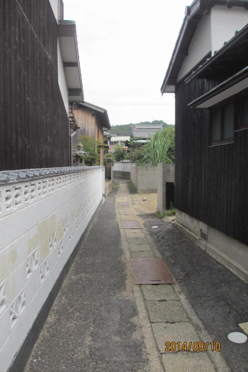 宮ノ浦地区の路地裏を散策 狭い路地だがなかなか風情がある